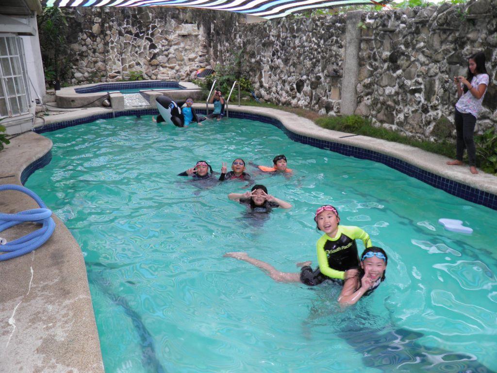 20150911_수영을 하고 있는 우리집 캠프 친구들.JPG